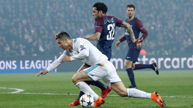 Dani Alves reage à polémica com Ronaldo e dispara contra os críticos