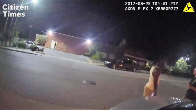 Dois polícias apanhados a agredir negro por atravessar mal a estrada