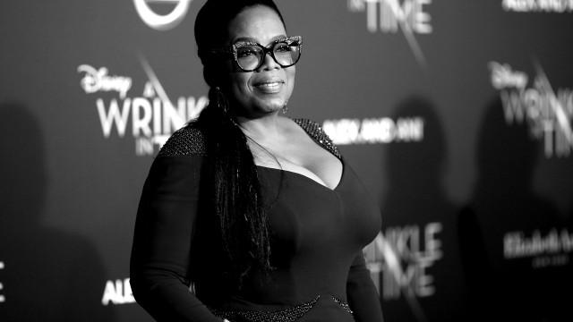 """Oprah Winfrey """"muito comovida"""" com carinho recebido após morte da mãe"""