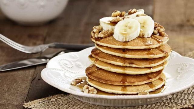 Panqueca de banana com apenas 3 ingredientes: Sem leite, farinha e açúcar