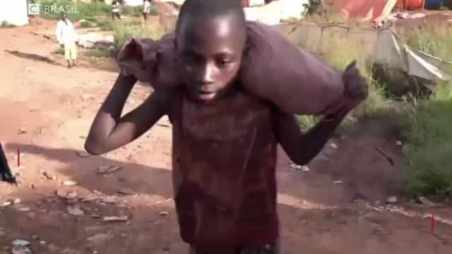 Há crianças africanas a perder a infância para que tenhamos telemóveis