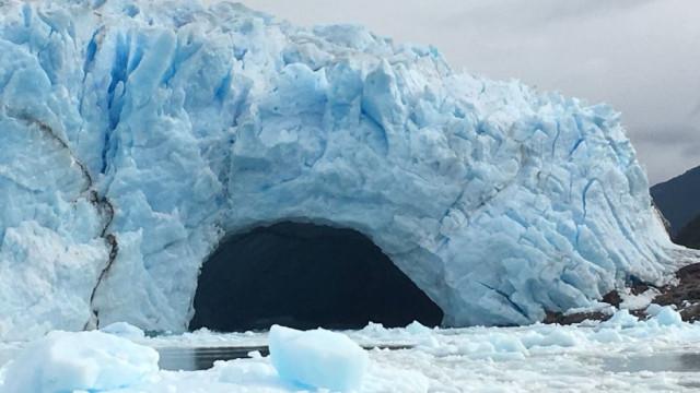 Já viu um arco de gelo desmoronar? Aconteceu na Patagónia
