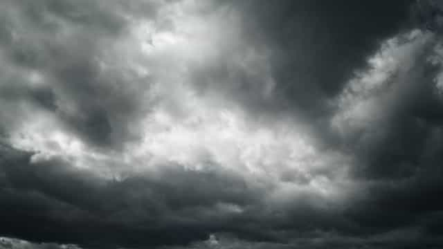 Este domingo é de períodos de céu nublado, chuva e vento