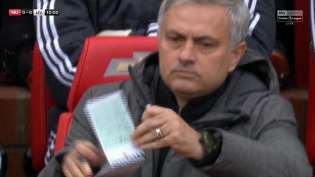 United-Liverpool: Ingleses 'loucos' com bloco de notas de Mourinho