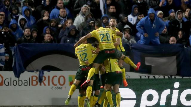 FC Porto tropeça e marca 'Paços' na Capital do Móvel