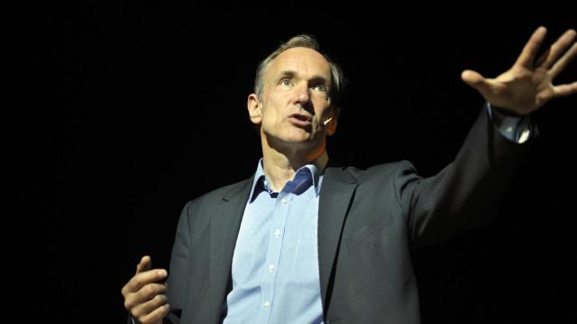 Só haverá acesso global à internet em 2042, diz o inventor da Web