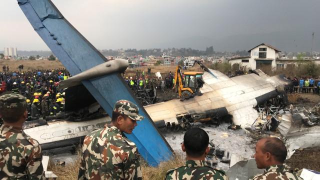 Avião que se despenhou no Nepal causou 50 mortos