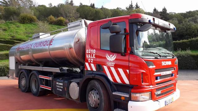 Comandante dos bombeiros ferido com gravidade em despiste com autotanque