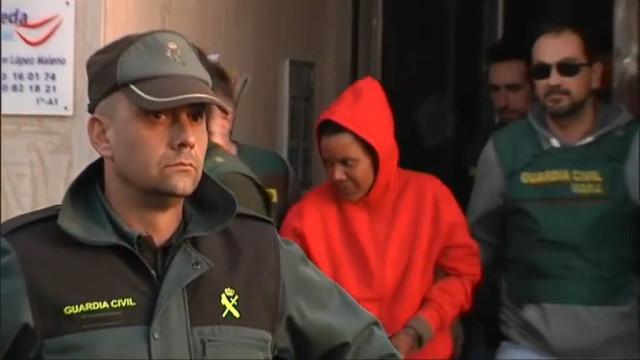 Multidão tenta agredir Ana Julia enquanto é feita reconstituição do crime