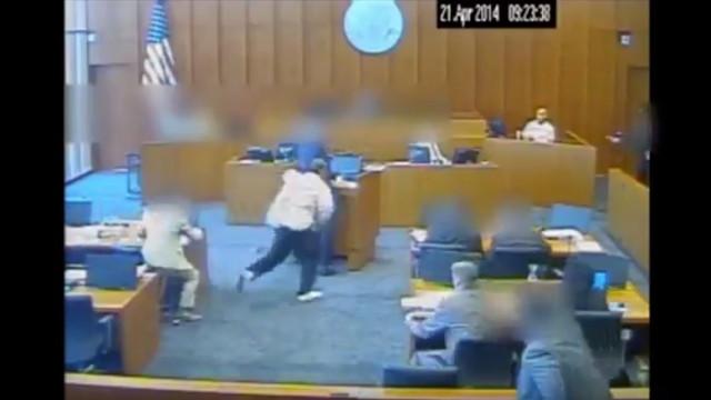 Homem alvejado mortalmente em tribunal quando tenta agredir testemunha