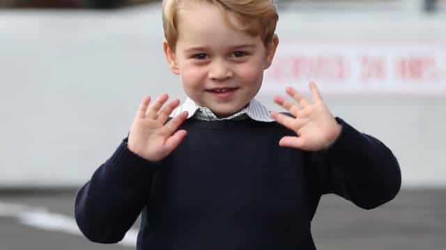 Príncipe George repreendido publicamente pela ama após fazer caretas