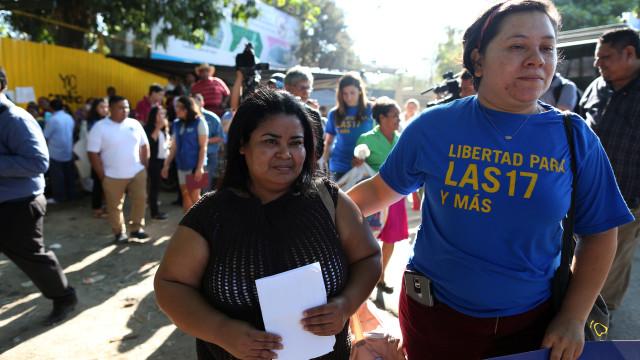 Mulher acusada de abortar saiu da prisão 15 anos depois