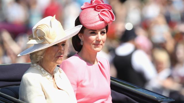 Kate receberá o título de rainha e Camilla não. Porquê?