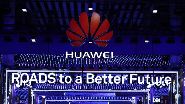 Os fundos de ecrã do novo topo de gama da Huawei já foram revelados