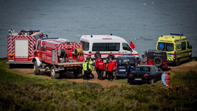Derrocada de falésia em praia de Sintra. Há duas vítimas