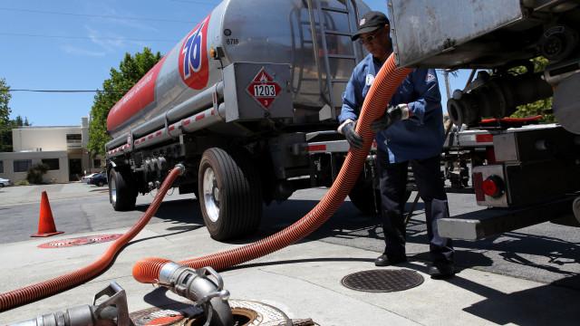 Roubam 350 litros de gasóleo a camião. Motorista estava a dormir
