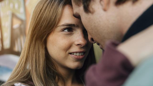 Mulheres que tomam a iniciativa têm mais sorte no amor