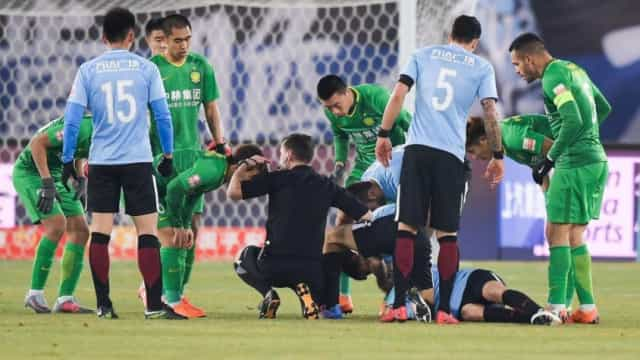 Gaitán: Argentino perde os sentidos após lance inexplicável