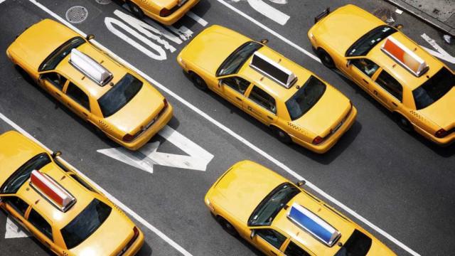 Jovem assalta banco sem arma e usando táxi para ida e regresso