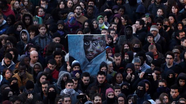 Tensão em Madrid após morte de senegalês e confrontos com a polícia