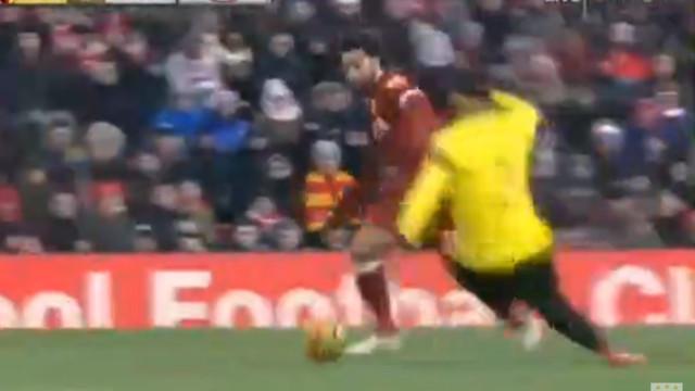 'Bailarico' de Salah deixou adversário e no chão e resultou num golaço