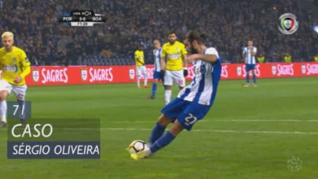 Sérgio Oliveira converteu o penálti, mas o árbitro anulou o golo