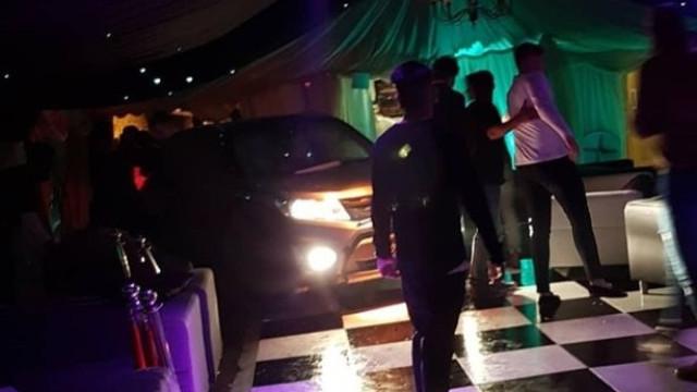 Homem expulso de discoteca vinga-se e faz vários feridos
