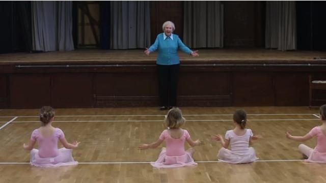 Aos 97 anos, esta professora ainda dá aulas de ballet