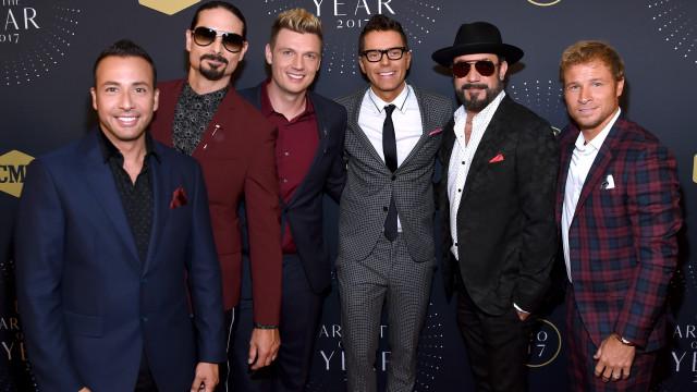 Dos palcos para as mesas: Backstreet Boys juntos para abrir churrasqueira