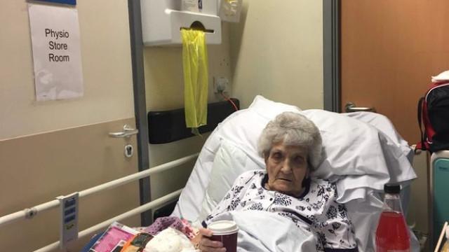 Ex-enfermeira de 93 anos ficou 6 dias no corredor do hospital com fratura