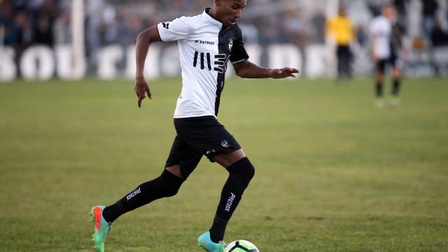 """Futebolista do Farense esfaqueado foi operado e está """"estável"""""""
