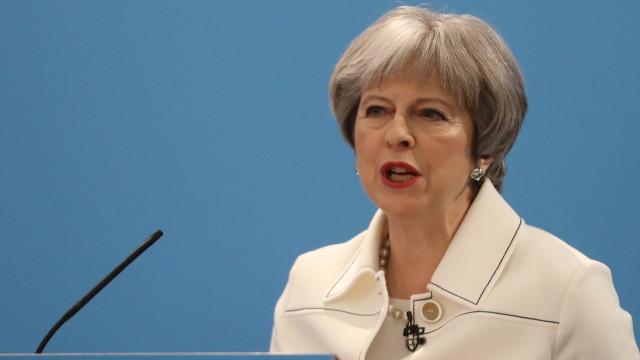 """Brexit: """"Com boa vontade"""" é possível compromisso de futuro, diz May"""