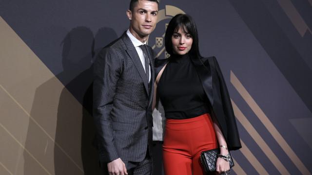 Cristiano Ronaldo e Georgina Rodriguez brilham na Gala das Quinas de Ouro