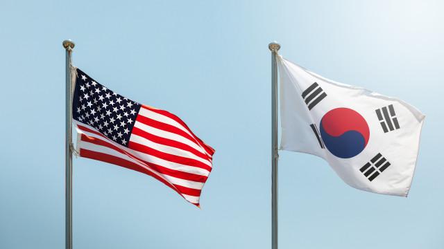 Após cimeira, EUA e Coreia do Sul suspendem exercícios militares