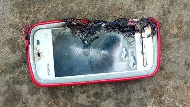 Telemóvel explode e mata jovem que falava ao telefone