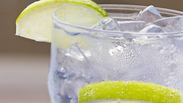 1,5 litros de água por dia. E água com gás?
