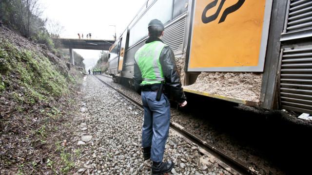 Idoso morre atropelado por comboio na linha do Oeste