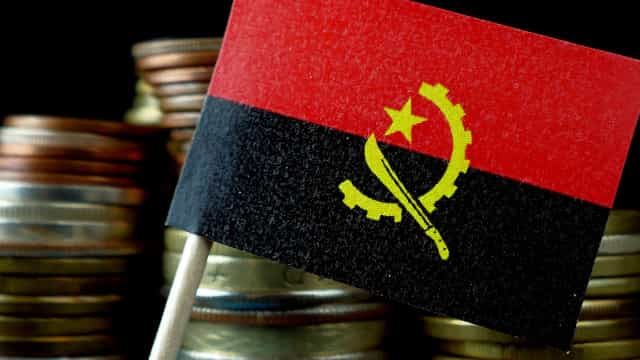 Importação de matéria-prima trava crescimento de Angola