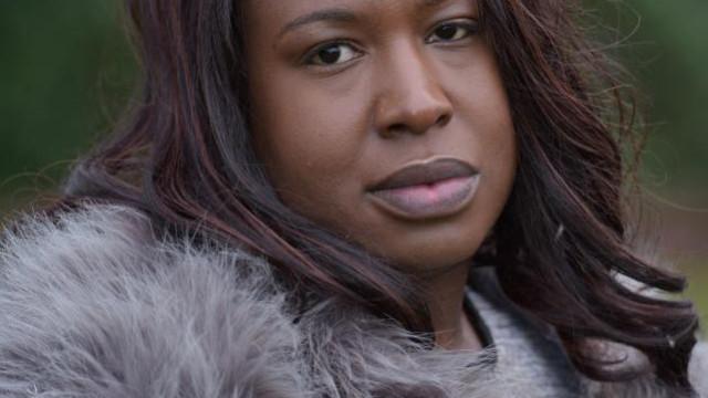 Mulher esfaqueada 17 vezes pelo marido reencontra-o por causa dos filhos