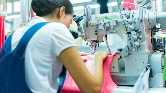 Trabalhadoras à porta de fábrica de Chaves para impedir saída de máquinas