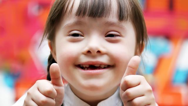 Calce uma meia de cada cor pelo Dia da Síndrome de Down