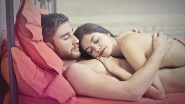 As vantagens de dormir nu… Atreva-se