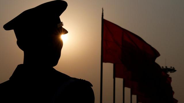 Homem detido na China por gozar com a polícia nas redes sociais