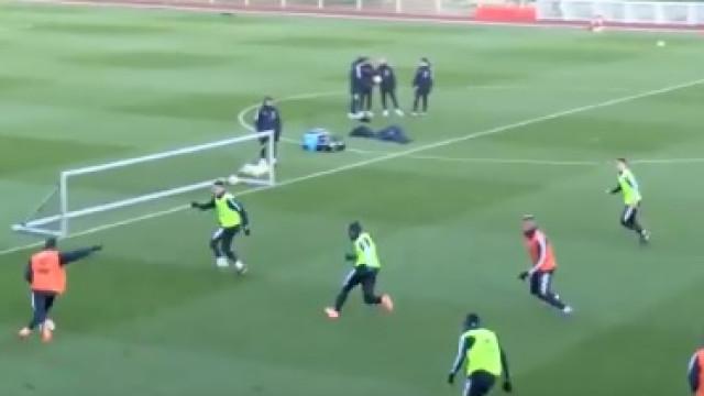 Dembélé e Mbappé não facilitam nem nos treinos