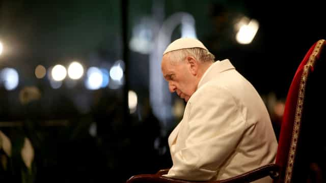 Papa defende reparação a vítimas de abusos sexuais por padres