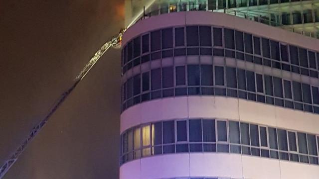Incêndio nos pisos superiores de hotel em Dublin