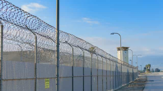 Homem libertado ao fim de 22 anos acusado erradamente de homicídio