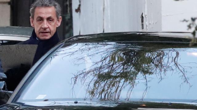 """Nicolas Sarkozy diz ser alvo de um """"inferno de calúnia"""""""