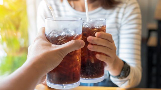 Risco de ataque cardíaco duplica com o consumo de refrigerantes