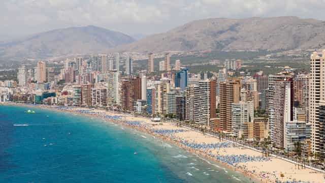 Turistas britânicos fingem intoxicação e acabam condenados a pagar multa